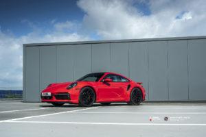 Porsche 911 на кованых дисках Beneventi RR10