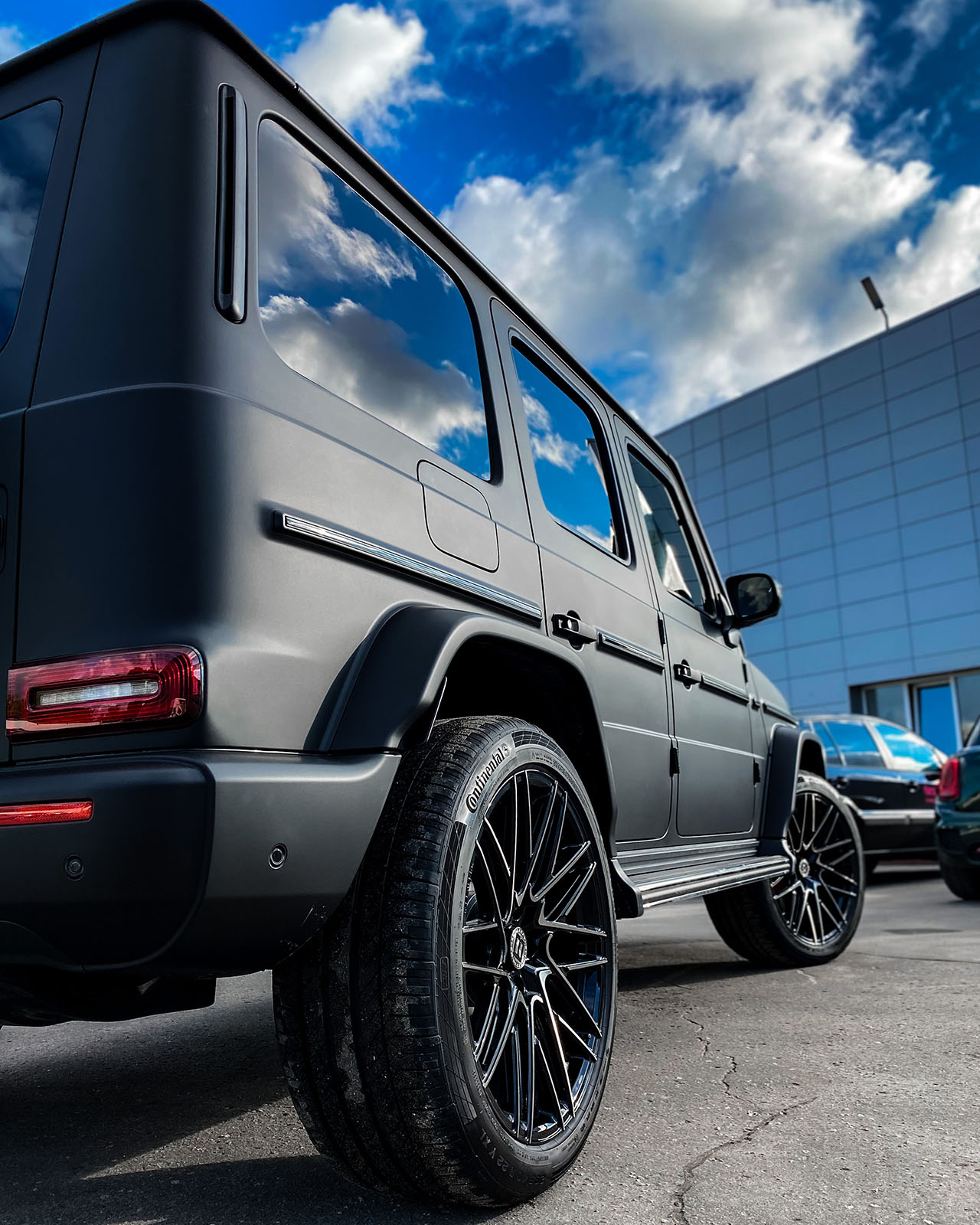 Mercedes G63 Amg и кованый моноблок BENEVENTI RR20 в отделке Черный глянец с темной алмазной проточкой