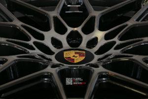 Кованый моноблок Beneventi RR10 в отделке карбон графит с темной алмазной проточкой для Porsche Panamera