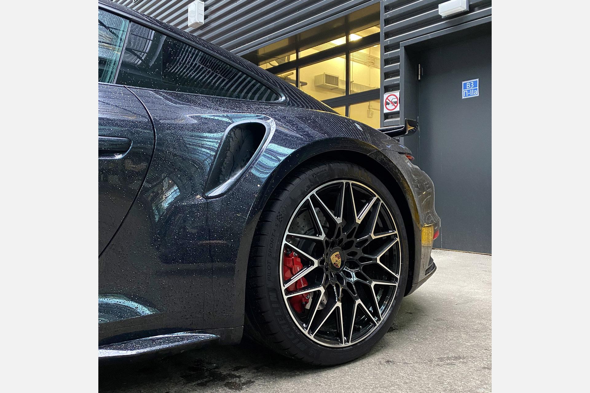 Кованые диски Beneventi RR10-V1 на Porsche 911 Turbo S
